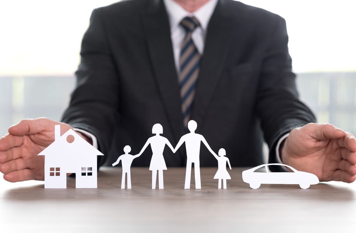 insurer protecting house family car