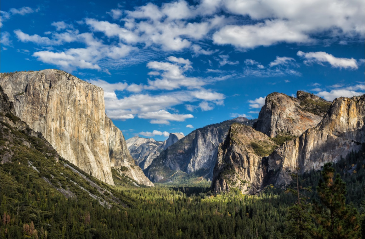 Beautiful scenic vista at Yosemite state park
